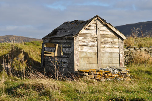 A shed at Saviskaill Beach